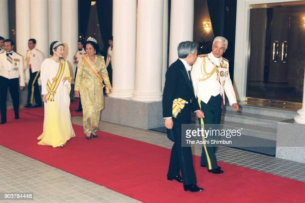 Emperor Akihito and Empress Michiko are escorted by Sultan Azlan Shah of Malaysia and his wife Tuanku Bainun prior to the state dinner at the Istana...