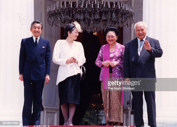 Emperor Akihito and Empress Michiko are seen off by Indonesian President Muhammad Suharto and his wife Siti Hartinah at the Merdeka Palace on October...