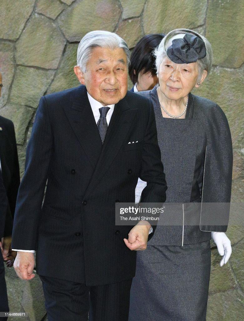 Emperor And Empress Visit Musashi Imperial Graveyard : News Photo