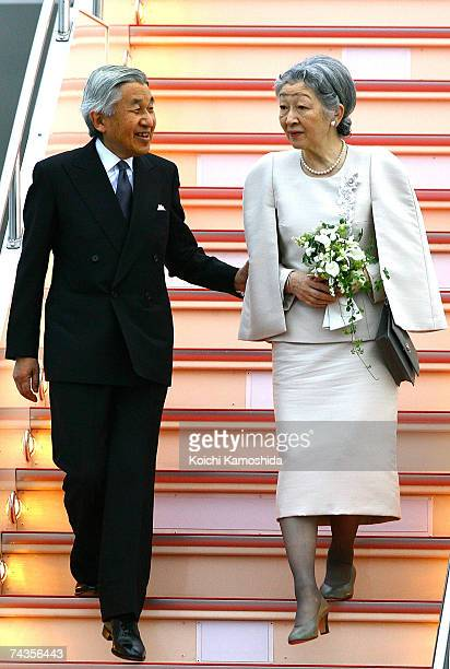 Emperor Akihito and Empress Michiko arrive at Tokyo International Airport May 30 2007 in Tokyo Japan The royal couple were on a 10day trip in Europe