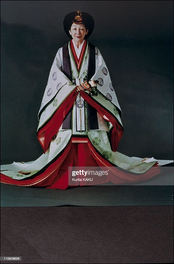 Emperor Akihito And Empress Michiko In Traditional Dress In Japan On November 08, 1990. : News Photo