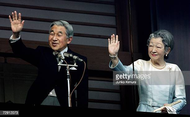 Emperor Akihito and Empress Michiko of Japan greet well-wishers celebrating the new year at Imperial Palace on January 2, 2007 in Tokyo, Japan....