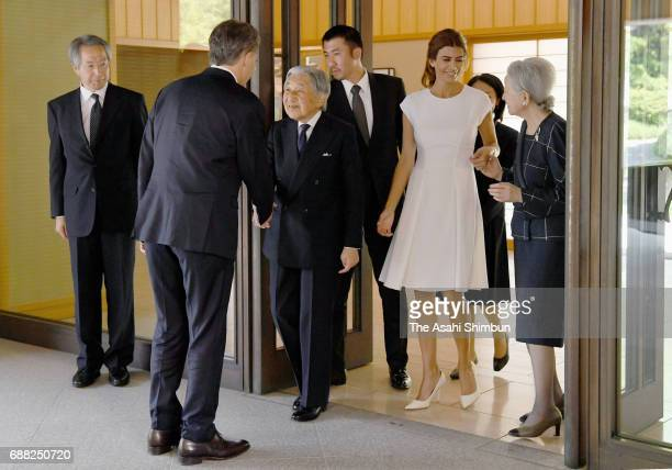 Emperor Akihito and Empress Michiko see off Argentine President Mauricio Macri and his wife Juliana Awada after their meeting at the Imperial Palace...