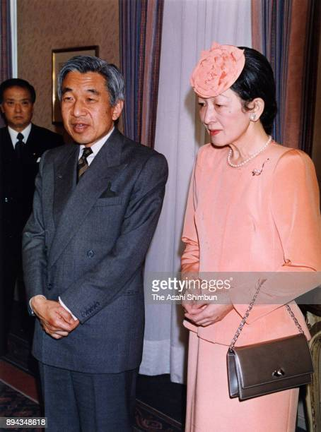 Emperor Akihito and Empress Michiko speak to media reporters on September 18 1993 in Munich Germany