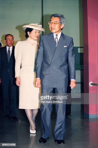 Emperor Akihito and Empress Michiko visit the 'Kaya Ancient Kingdoms of Korea' exhibition at the Tokyo National Museum on July 27 1992 in Tokyo Japan
