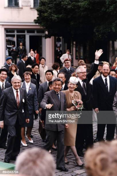 Emperor Akihito and Empress Michiko visit the Schiller street on September 16 1993 in Weimar Germany