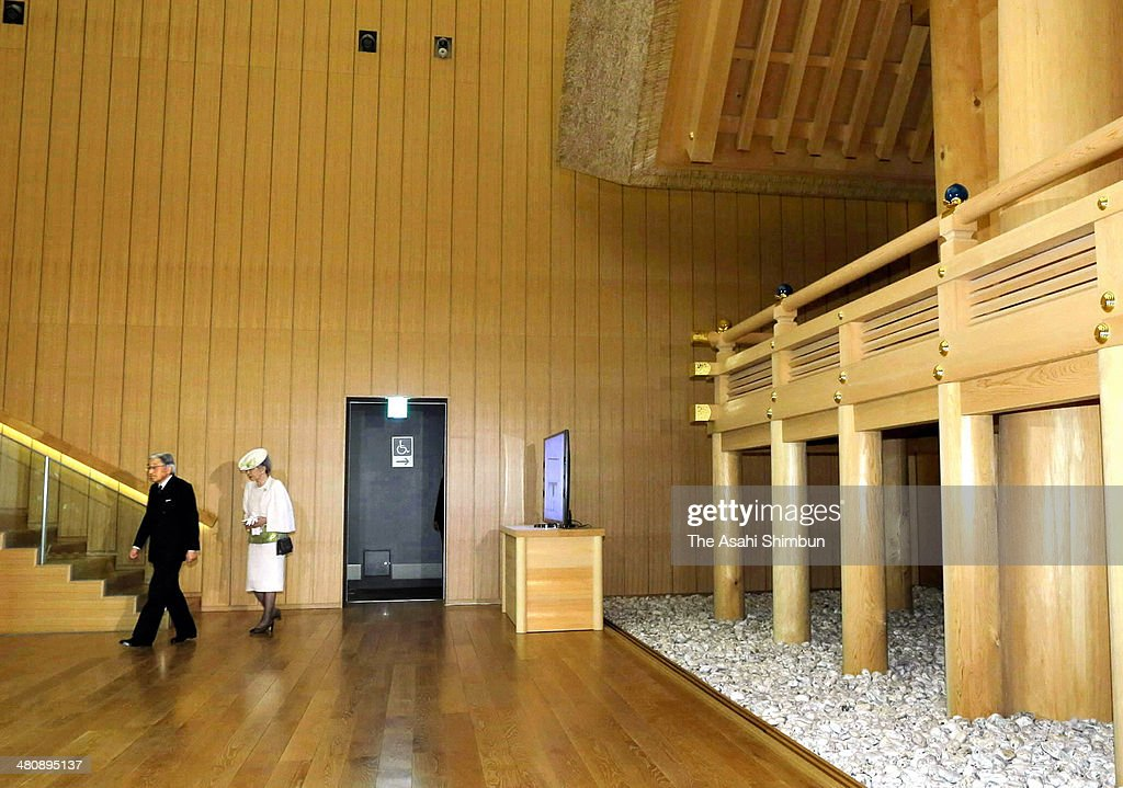 Emperor Akihito Visits Ise Shrine : News Photo
