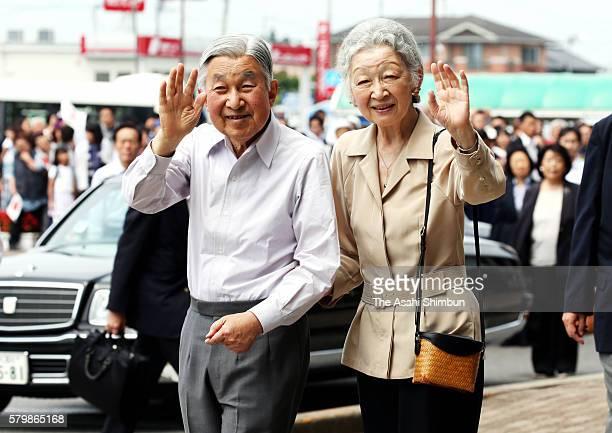 Emperor Akihito and Empress Michiko wave to wellwishers on arrival at Nasushiobara Station on July 25 2016 in Nasushiobara Tochigi Japan The royal...