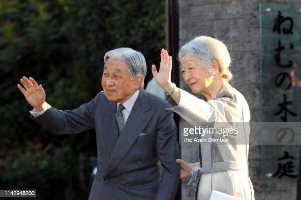 Emperor Akihito and Empress Michiko wave to well-wishers while visiting the Nemunoki no Niwa garden, on the former site of the home where the empress...