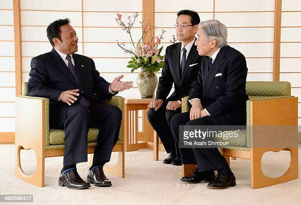 Emperor Akihito and Palau President Tommy Remengesau talk during their meeting at the Imperial Palace on December 17 2014 in Tokyo Japan Remengesau...