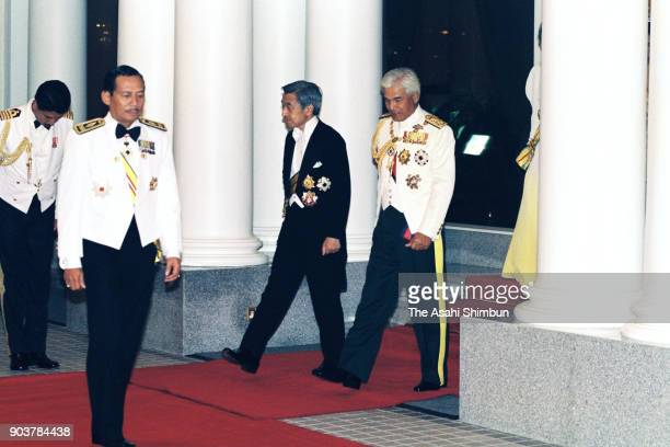 Emperor Akihito and Sultan Azlan Shah of Malaysia walk prior to the state dinner at the Istana Negara on September 30 1991 in Kuala Lumpur Malaysia