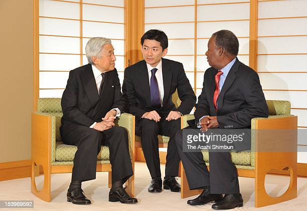 Emperor Akihito and Zambian President Michael Chilufya Sata speak during their meeting at the Imperial Palace on October 11 2012 in Tokyo Japan Sata...