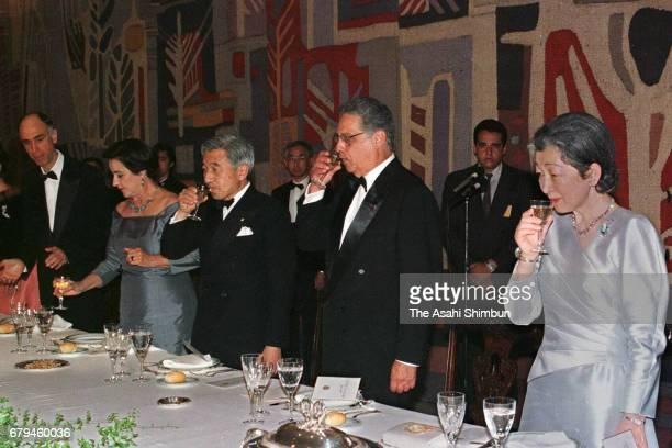 Emperor Akihito Empress Michiko Brazilian President Fernando Henrique Cardoso and his wife Ruth Cardoso attend a dinner at Palacio Itamaraty on June...