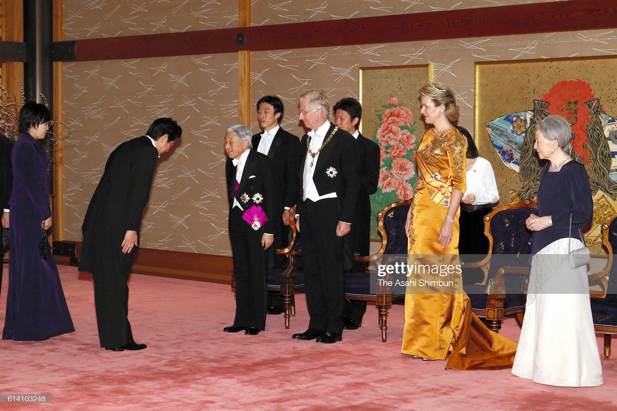 Вечерние наряды Королевы Матильды King And Queen of Belgium Visit Japan - Day 1 : News Photo