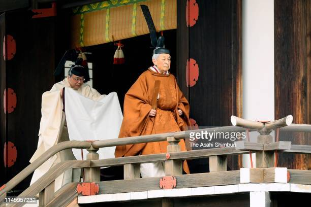 Emperor Akihito leaves the Kasukodokoro, one of the Imperial Sanctuaries after the 'Taiirei Tojitsu Kashikodokoro Omae no Gi', ceremony to report...
