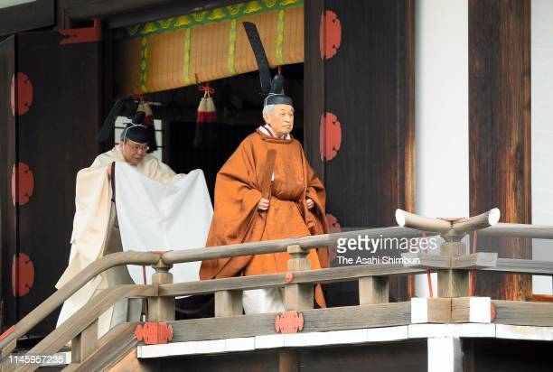 Emperor Akihito leaves the Kasukodokoro one of the Imperial Sanctuaries after the 'Taiirei Tojitsu Kashikodokoro Omae no Gi' ceremony to report...