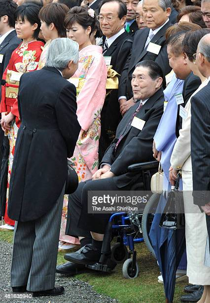 Emperor Akihito talks with former Sumo yokozuna grand champion Taiho during the spring garden party at the Akasaka Palace on April 15 2010 in Tokyo...