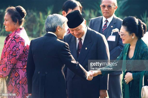 Emperor Akihito talks with Indonesian President Muhammad Suharto and his wife Siti Hartinah during the garden party celebrating his Enthronement at...