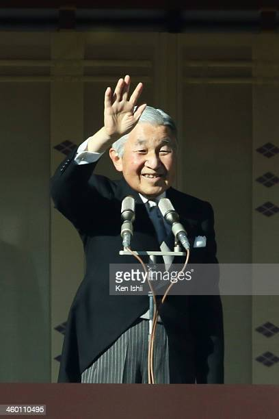 Emperor Akihito waves to wellwishers during celebrations for the New Year on the veranda of the Imperial Palace on January 2 2014 in Tokyo Japan In...