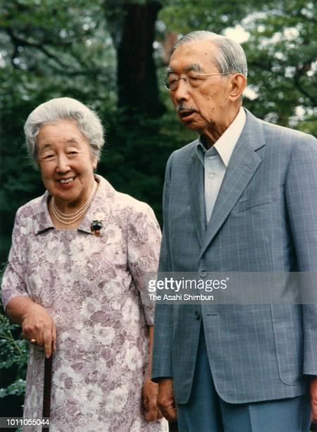 Emperor Hirohito and Empress Nagako are seen at the Nasu Imperial Villa on August 20, 1985 in Nasu, Tochigi, Japan.