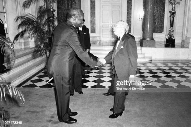 Emperor Hirohito is welcomed by Kenyan President Daniel arap Moi prior to the return reception at the Akasaka State Guest House on April 7 1982 in...