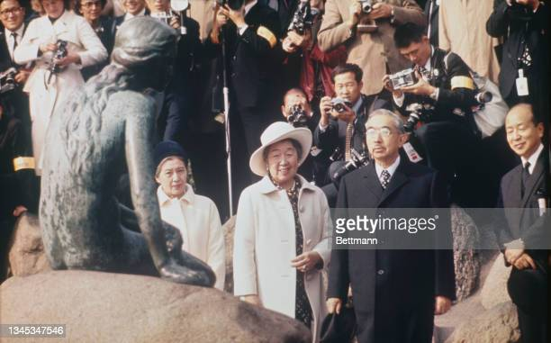 Emperor Hirohito of Japan and Empress Kojun visit the Little Marmaid statue together with King Frederick and Queen Ingrid, Copenhagen, Denmark, 28th...
