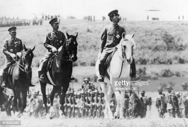 Emperor Hirohito of Japan on a visit to the Military Academy in Zama on his white horse Weltbild