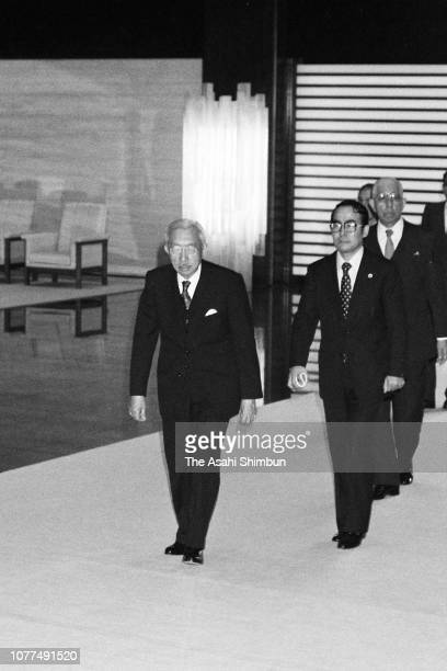 Emperor Hirohito sees off Indonesian President Suharto and his wife Siti Hartinah after their meeting at the Imperial Palace on October 21 1982 in...