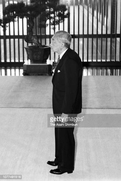 Emperor Hirohito waits for the arrival of Indonesian President Suharto and his wife Siti Hartinah prior to their meeting at the Imperial Palace on...