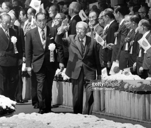 Emperor Hirohito waves to well-wishers while attending the 38th National Tree Planting Festival on May 24, 1987 in Ureshino, Saga, Japan.