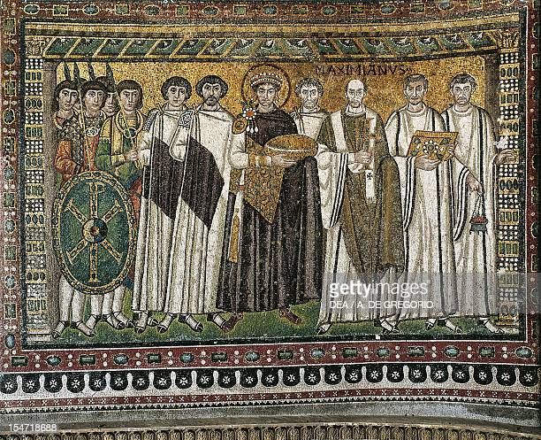 Emperor Justinian and his entourage, mosaic, northern wall of the apse, Basilica of San Vitale , Ravenna, Emilia-Romagna. Italy, 6th century.