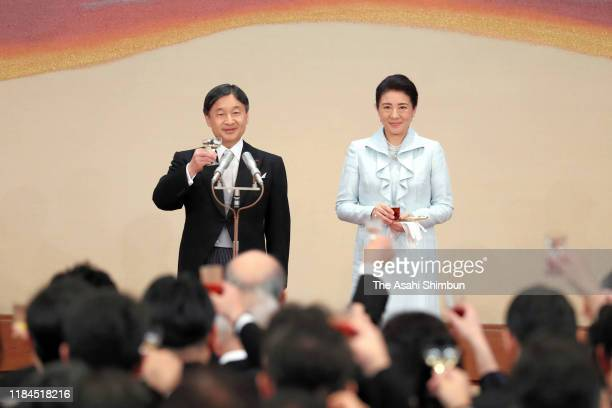 Emperor Naruhito and Empress Masako toast glasses during the 'KyoennoGi' banquet celebrating the enthronement at the Imperial Palace on October 29...