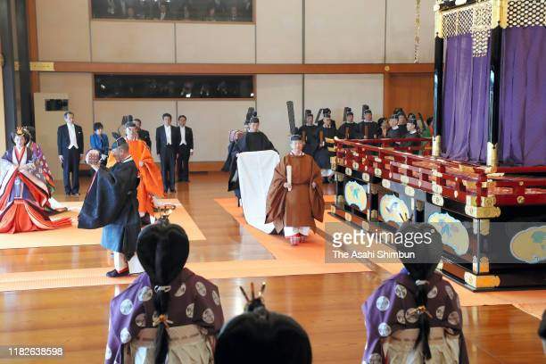 Emperor Naruhito leaves after the enthronement ceremony at the Imperial Palace on October 22 2019 in Tokyo Japan The SokuireiSeidennoGi is the...