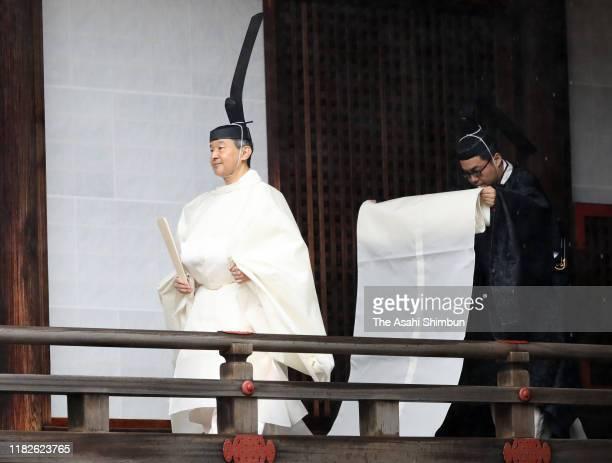 Emperor Naruhito walks to the Kashikodokoro shrine at the Imperial Sanctuaries to attend the 'Sokuirei-Tojitsu-Kashikodokoro-Omae-no-Gi' ceremony in...