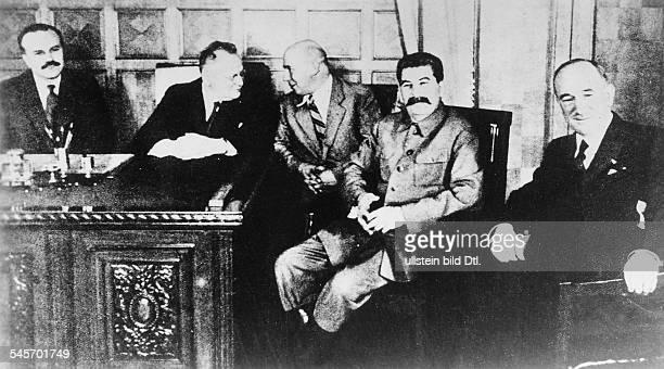 Empfang im Moskauer Kreml fürAussenminister Edvard Benes durch JosifStalin im Gefolge des am in Prag geschlossenen Beistandspaktesin der Gruppe von...