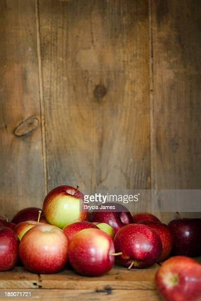 Empire Äpfel in einer Box mit Textfreiraum Vertikal