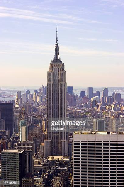 エンパイアステートとミッドタウン - インターナショナルビル ストックフォトと画像