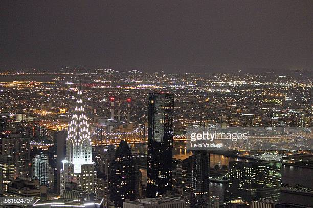 empire state building: a view of manhattan - new y - new yorker building stock photos and pictures