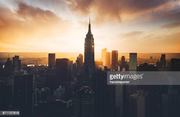empire state building aerial view at dusk - empire state building stock pictures, royalty-free photos & images
