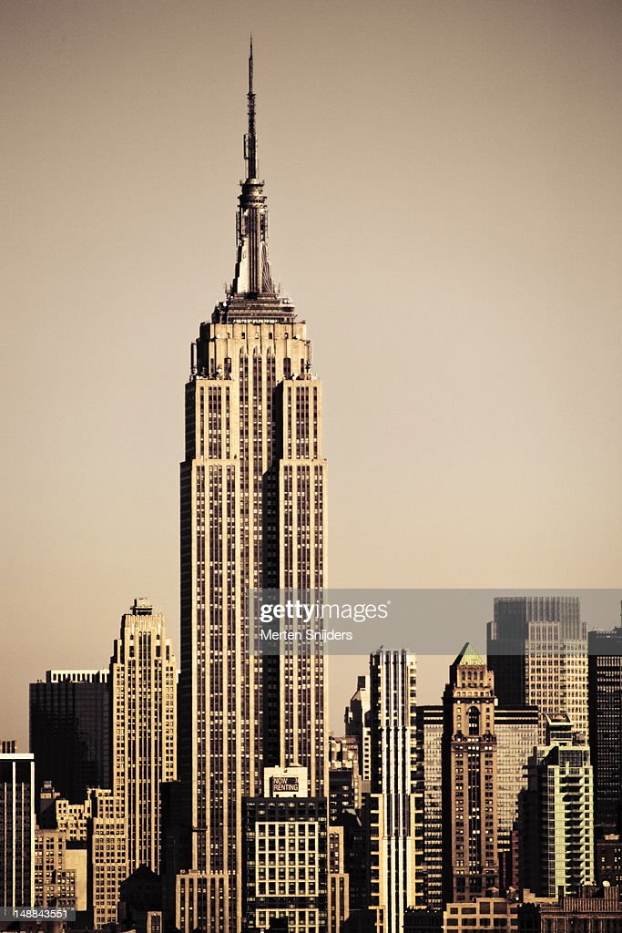 Empire State Building amongst high-rise. : Stockfoto