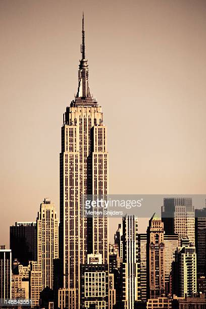 empire state building amongst high-rise. - merten snijders stock pictures, royalty-free photos & images