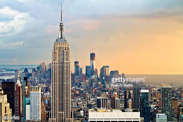 empire state building and one world trade center - empire state building stock pictures, royalty-free photos & images