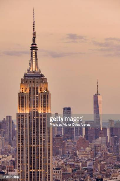 empire state building and one world trade centre. aerial view at sunset. manhattan, new york, usa - victor ovies fotografías e imágenes de stock