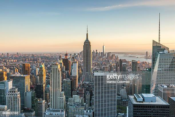 empire state building and skyline, new york, usa - new york city stock-fotos und bilder