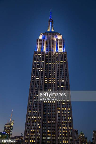 empire state building at night - empire state building stock pictures, royalty-free photos & images