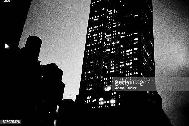 empire state building at night - film noir style stock pictures, royalty-free photos & images