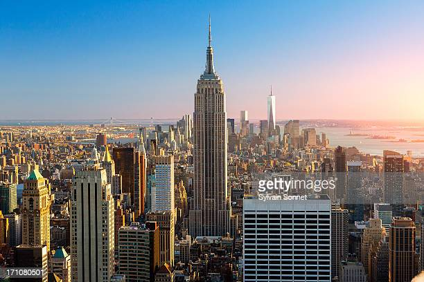empire state building at sunset - empire state building stock pictures, royalty-free photos & images
