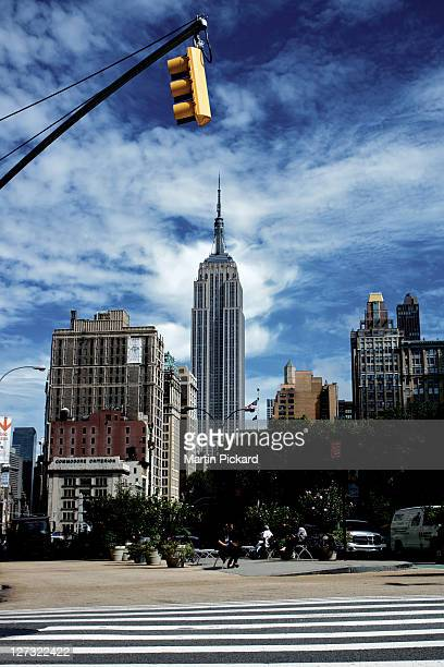 empire state building blue sky day - ニューヨーク郡 ストックフォトと画像
