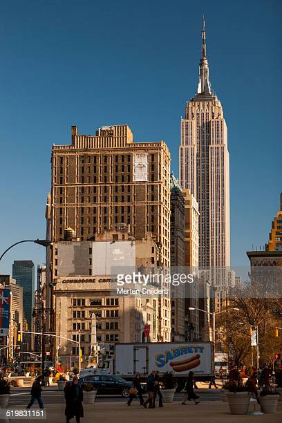 empire state building from general worth square - merten snijders stockfoto's en -beelden