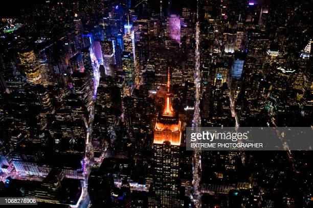 empire state building en nueva york en la noche - new york state fotografías e imágenes de stock